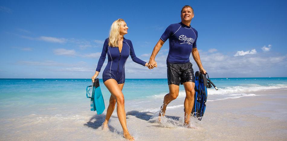 Bluzele UV, un accesoriu care a devenit obligatoriu pentru vacanță