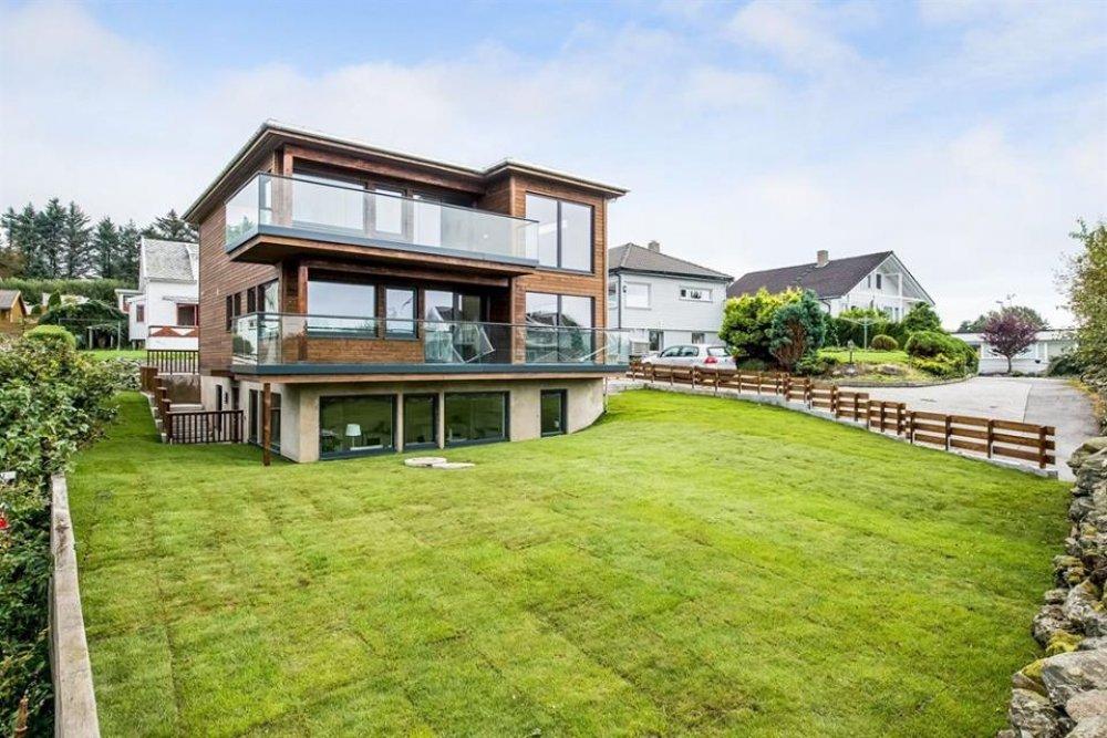De ce sa alegi o casa din lemn si cine o ridica?