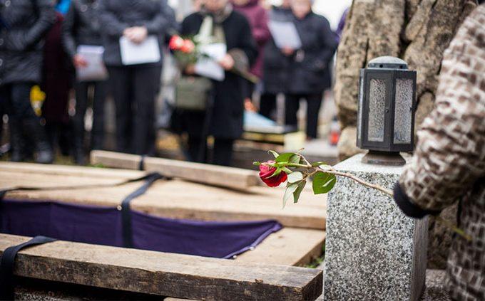 Realizarea unei ceremonii de inmormantare