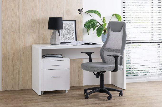 Pozitia corecta la lucru, cu un scaun birou adecvat