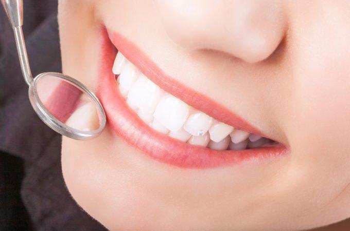 Afla cum iti poti salva dantura daca ai unul sau mai multi dinti lipsa