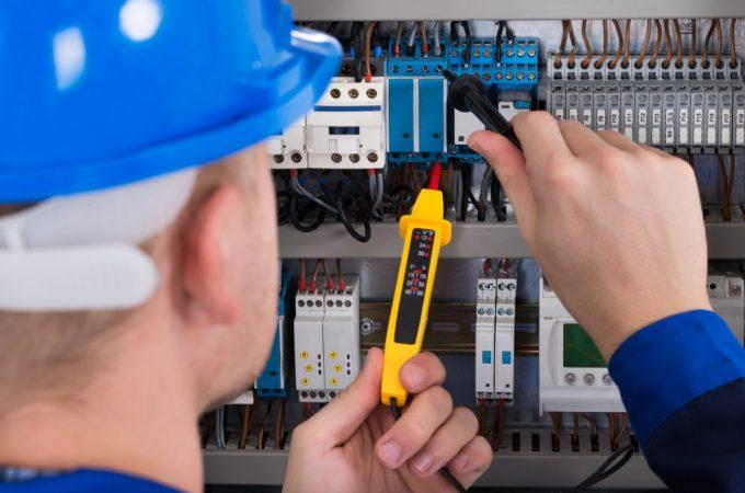 Servicii de interventie rapida a electricienilor competenti – afla cum poti face o alegere sigura