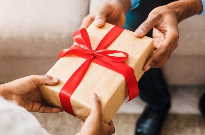 Cum sa alegi cadoul potrivit pentru cei dragi? – 999cadouri te ajuta