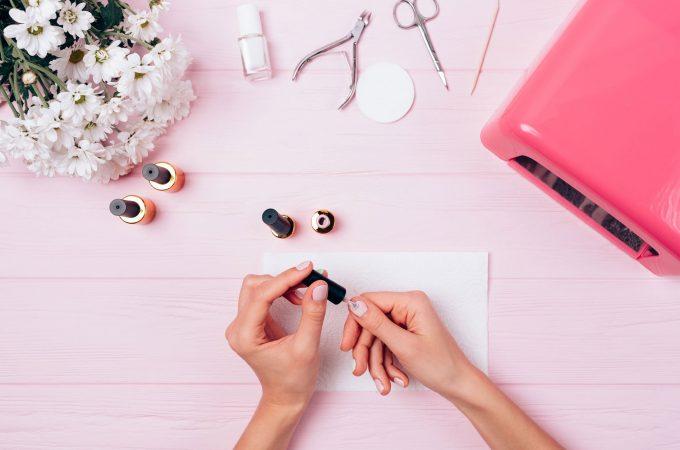 Manichiura – cartea de vizita a femeii! Ce trebuie sa facem pentru a avea unghiile perfecte
